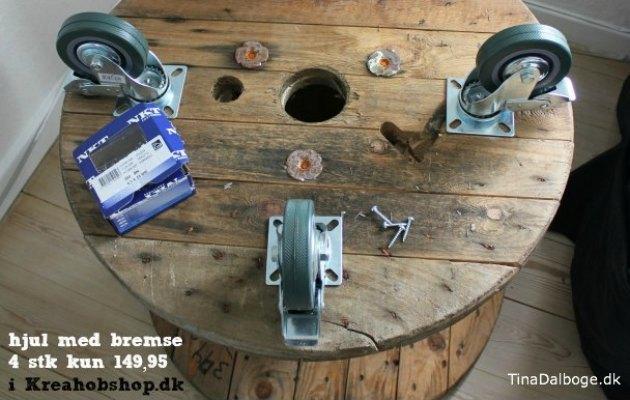 Billige-store-hjul-til-at-skrue-under-møbler.-paller.-udekøkkener-kabeltromler-osv-fra-Tina-Dalbøges-Kreahobshop.dk_