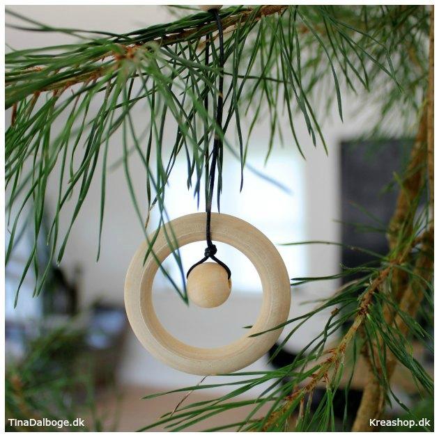 faa-ideer-fra-kreashop-dk-til-at-lave-julepynt-af-traeringe
