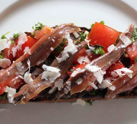 bruschetta med tomat og evt. ansjoser