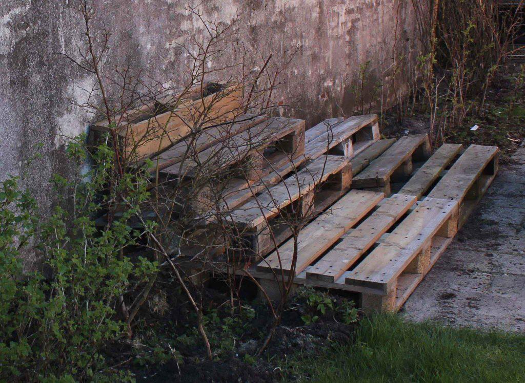 Se hvordan du kan lave en urtehave der er bygget op i etagerTinadalbøge.dk