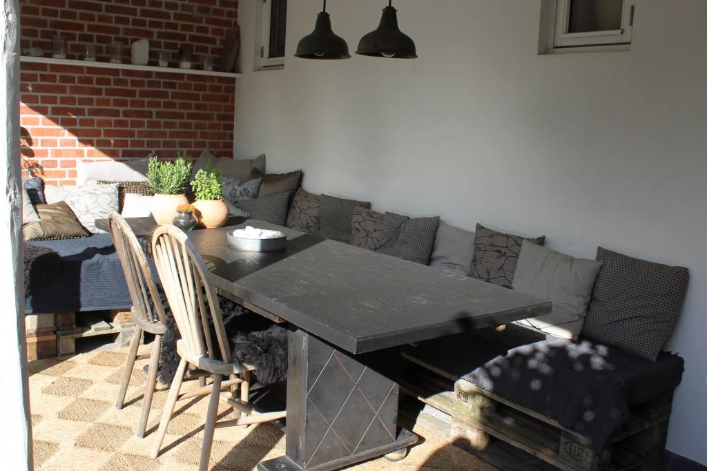Se min terrasse der er bygget op i EU-pallerTinadalbøge.dk