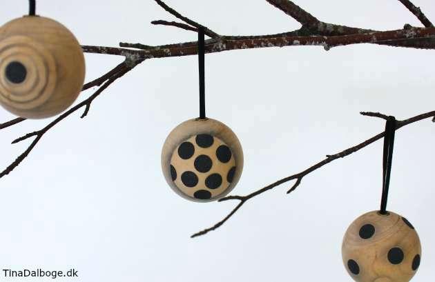 Ide til at lave julekugler i træ med prikker og en rå effekt