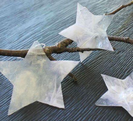 Lav selv stjerner som pynt med paverpol og fjer