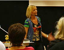 Tina Dalbøge holder foredrag om kreativtet og gør det selv