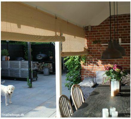 afskærmning på terrasse og udekøkken med bambusrullegardiner fra color og co tinadalboge.dk