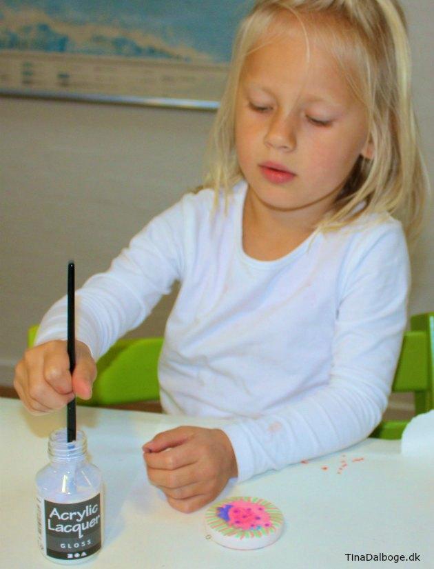 Pynt eller smÃ¥ gaver fra børn – anderledes farver med smÃ¥ blanke ...