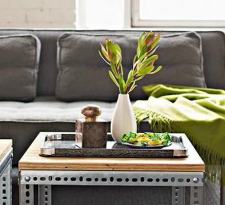 anderledes-sofabord-lavet-af-vanger-med-en-bordplade-af-krydsfiner-featured-image
