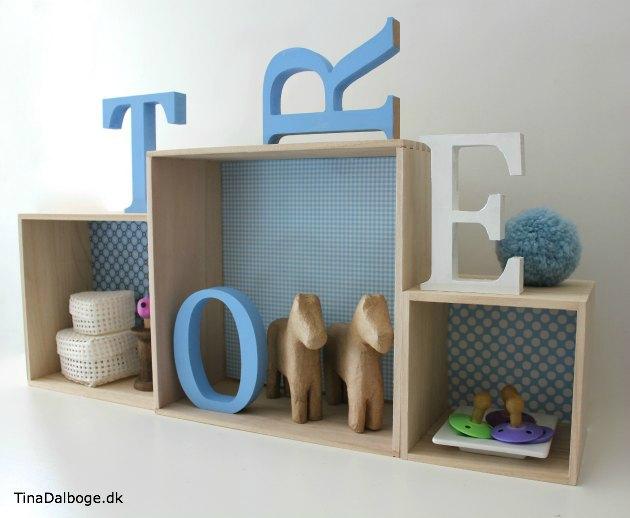 billige små bogkasser fra Tina Dalboges Kreahobshop - her med bogstaver på et børneværelse