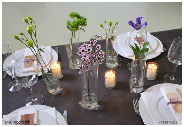 blomster i posevaser lavet af cellofan og lysglas pynt til fester
