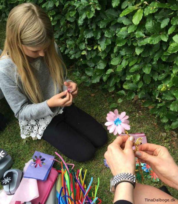 lav blomster af silkepapir og piberenser