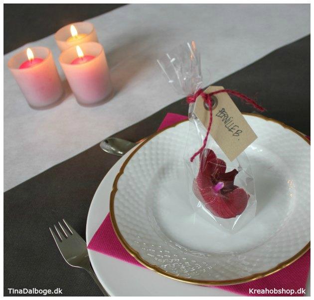 bordpynt og bordkort med cellofanpose og blomster bordkort fra kreahobshop