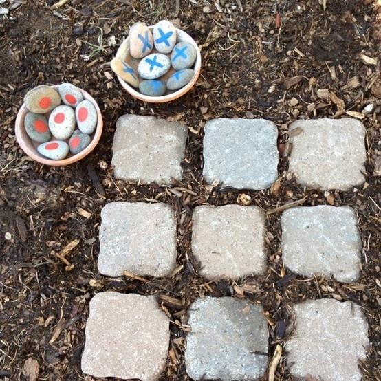 brætspil - kryds og bolle af sten til haven