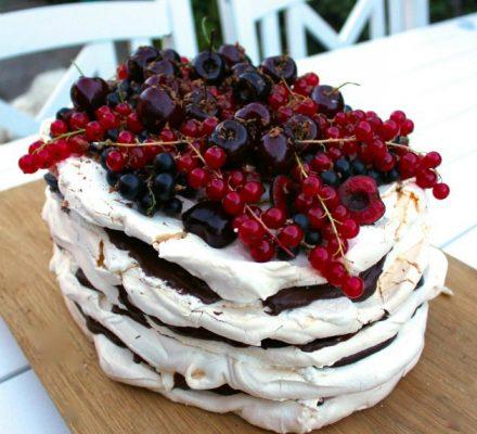 dessert-med-marengs-der-passer-perfekt-til-en-sommerfest-2