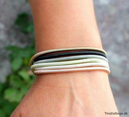 diy armbånd smykke lavet af fjeder spiral i flere farver