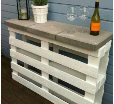 ekstra afsætningsbord til terrassen af paller og fliser