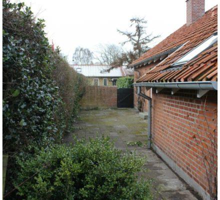 før billede af terrasse gårdhave og udekøkken tinadalboge