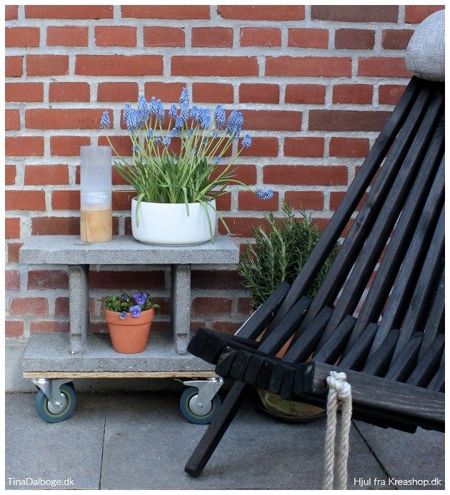 fundablokke lavet til bord med hjul til terrasse