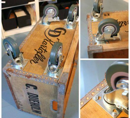 gammel trækasse med møbelhjul under