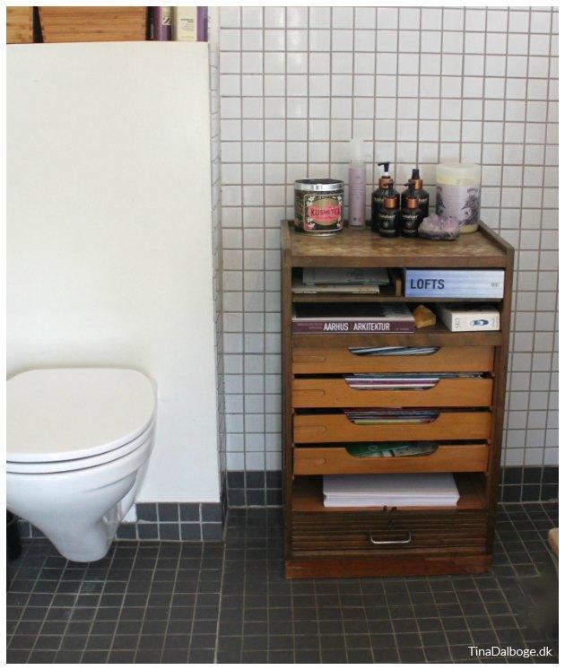 gammelt arkivskab jalousiskab badeværelse tinadalboge