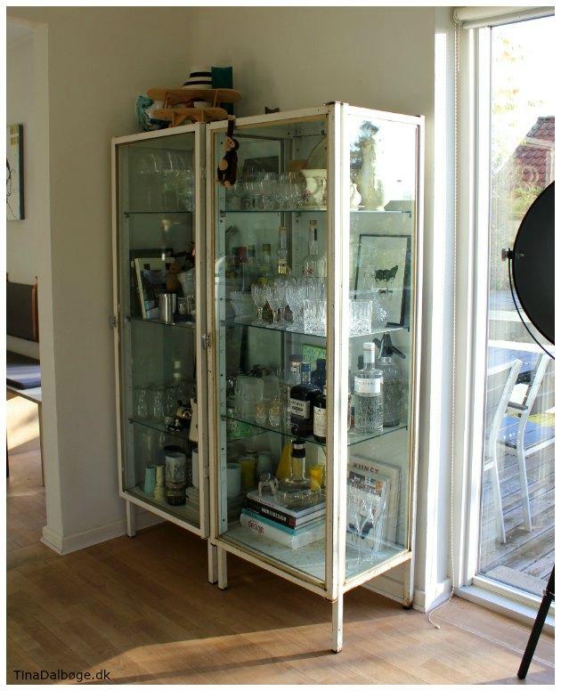 glasskab-i-metal-til-opbevaring-tinadalboge