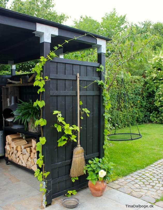 humle og vinranker som klatreplanter på terrasse med udekøkken