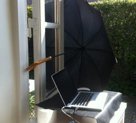 hvordan kan man arbejde i sol med en skærm