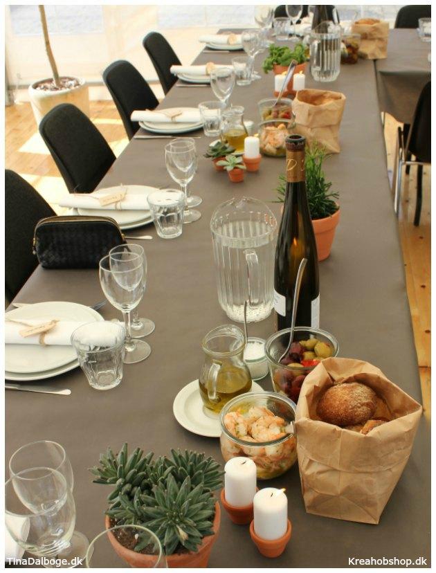 ide til fest fest med italiensk tema med brød i papirpose