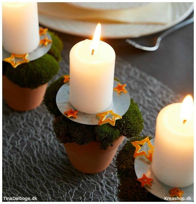 ideer-til-bordpynt-til-daekket-julebord-med-bloklys-mos-appelsinskrael-tina-dalboege