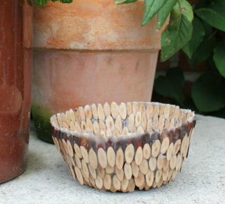 inspiration-til-en-kreativ-skal-lavet-ud-af-traemiks-og-paverpol-lim-som-en-hjemmelavet-gave-featured-image