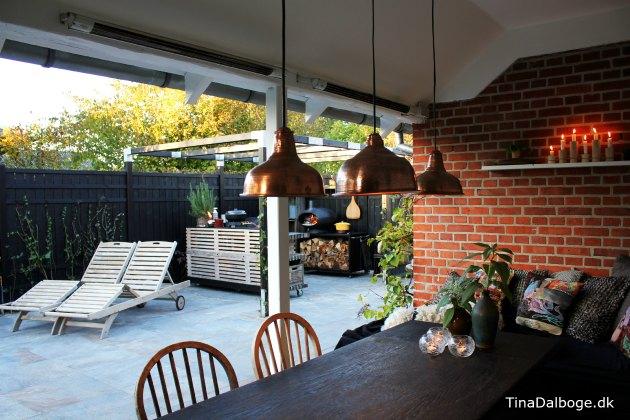 Se tina dalbøges nye terrasse   med pallemøbler og udekøkken af ...