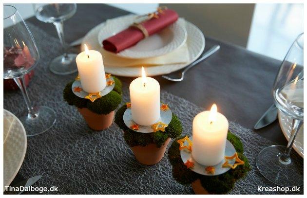 julebord-med-lys-i-urtepotter-med-mos-og-appelsinskrael