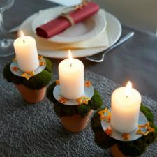 julebord-med-lys-i-urtepotter-med-mos-og-appelsinskrael-featured-tab