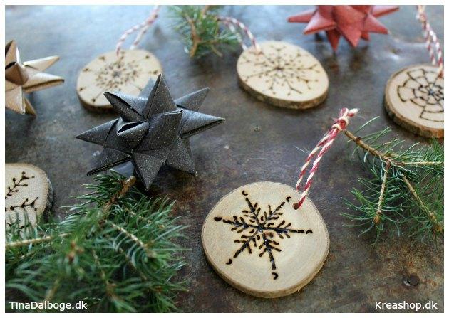 julepynt-lavet-med-traeskiver-og-elbraender