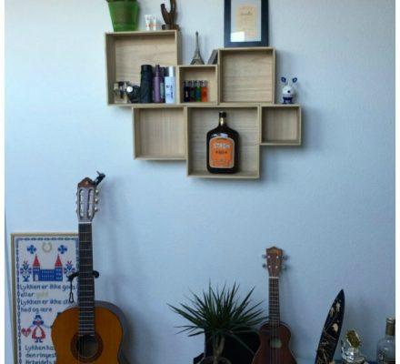 kasser af træ der er skruet op på væggen kreahobshop
