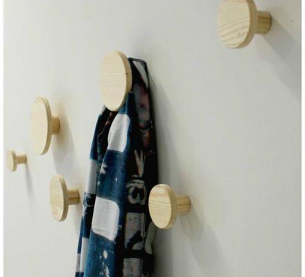 knage af træ til at skrue på væggen tinadalboge.dk