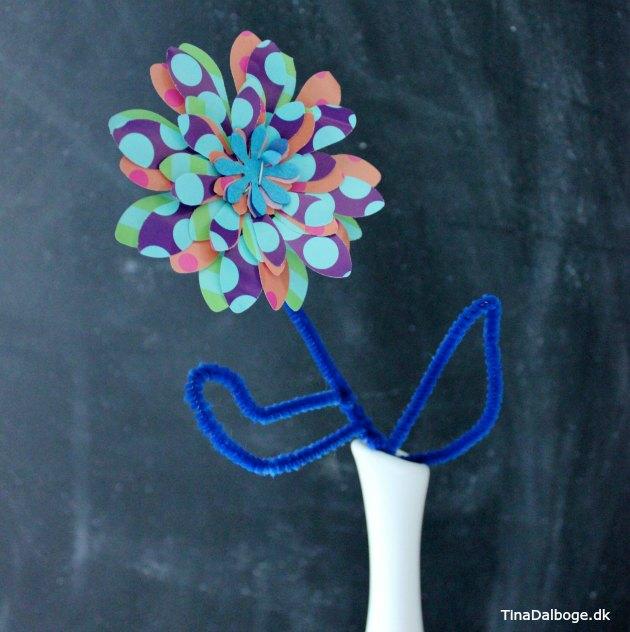 kreativ børneide blomst lavet af stansejern og piberenser