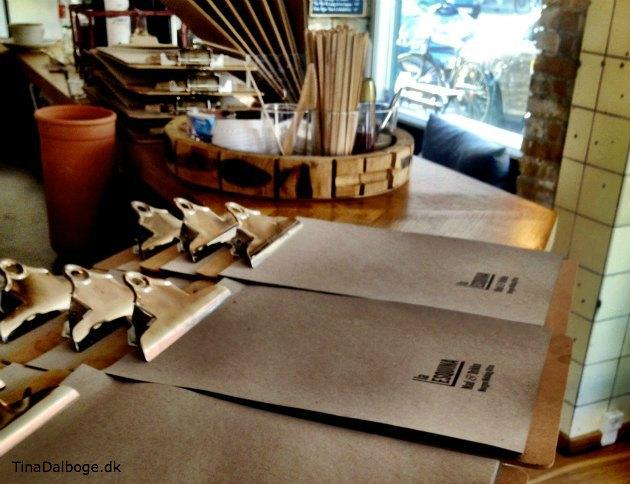 menukort af clipboard fra Cafe La Esquina