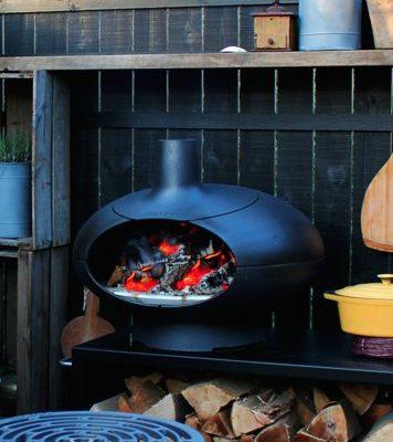morsø pizzaovn forno på tina dalboges terrasse med møbler af kabeltromle, traller og paller