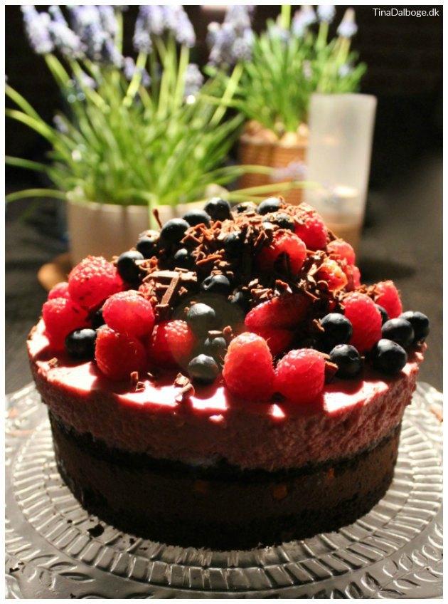 opskrift på lækker nytårsdessert med chokolade og bær