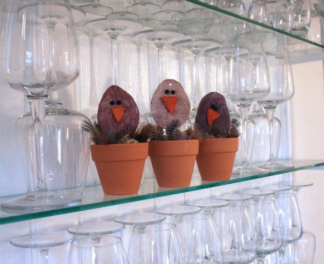 påskekyllinger lavet af vatrondeller fra Tina Dalbøges bog Let påskepynt