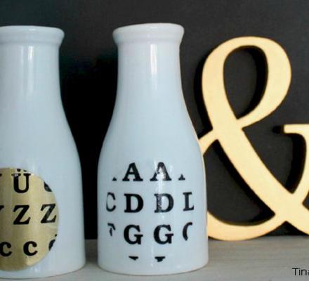 porcelaensvaser-med-colordeco-i-gul-og-bogstaver1-featured-image