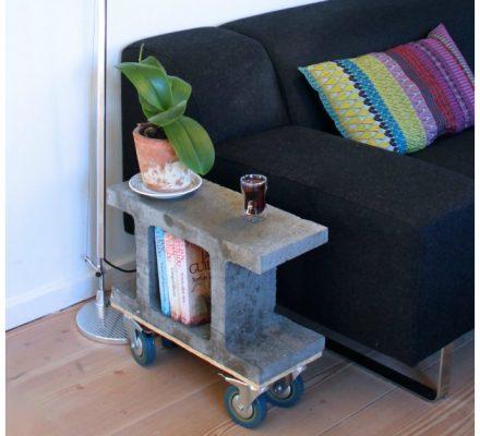 sidebord lavet af fundablok med hjul under fra kreashop