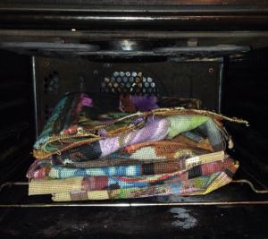 silkemaling og tekstilmaling der bliver varmebehandlet og fikseret i ovnen i stedet for med strygejern