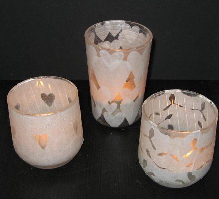Lysglas lavet af gamle glas, madpapir m.v. god idé til børnene