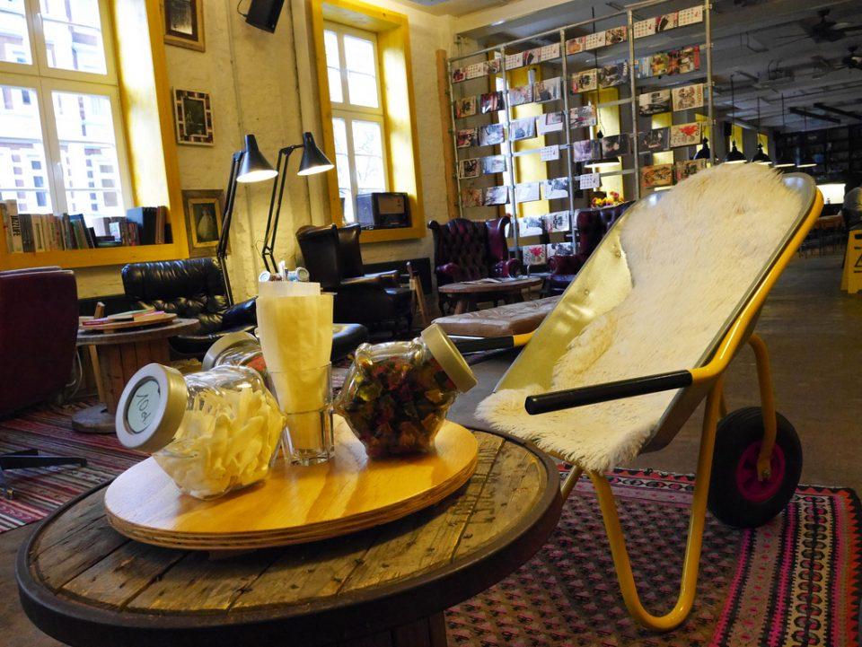 stol lavet af trillebør st-pauli-hamburg