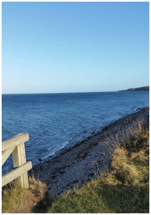 strand med udsigt over havet tinadalboge.dk