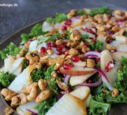 sund salat med grønkål granatæblekerner hellefisk