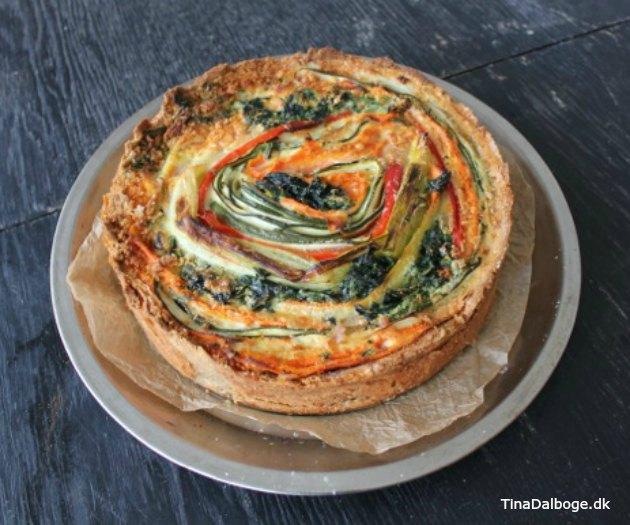 tærte med grøntsager der ligger i spiral