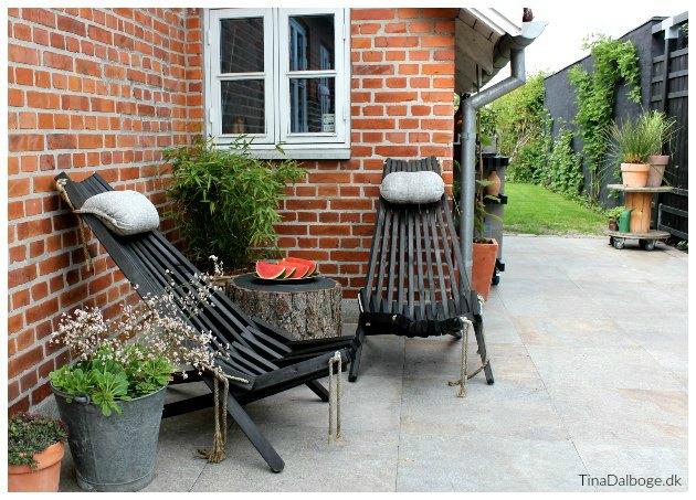 terrasse med hornbæk lænestol og bord af kabeltromle tinadalboge