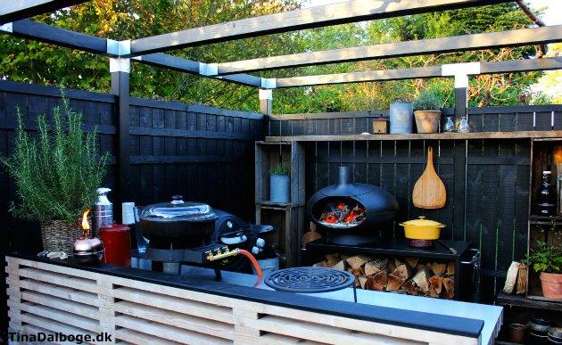 terrasse med udekøkken af traller - morsø forno pizzaovn i gårdhave tina dalbøge